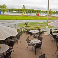 Coast International Inn Pipers Lounge Patio