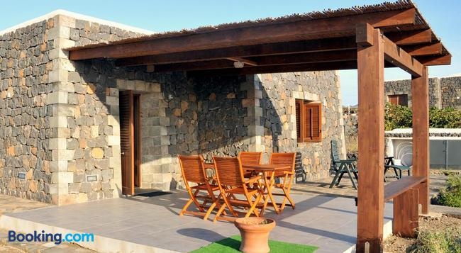 Residence Cuore Mediterraneo - Pantelleria - Building