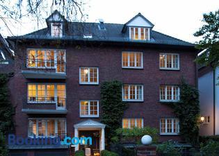 Von Deska Townhouses - Ivy House