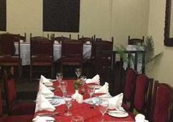 New Ambassador Hotel - ฮาราเร - ร้านอาหาร