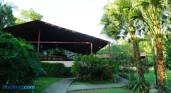 Blue Banyan Inn - Quepos - Building