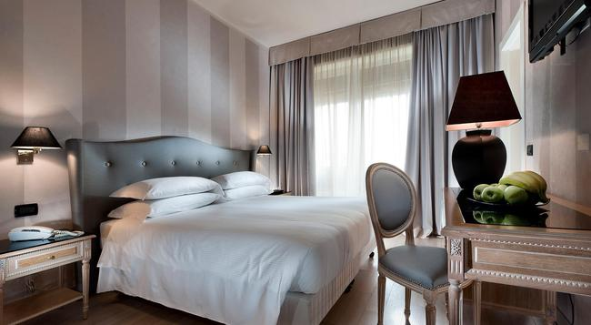 Hotel Ambasciatori - Florence - Bedroom