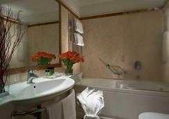 Hotel dei Borgognoni - โรม - ห้องน้ำ