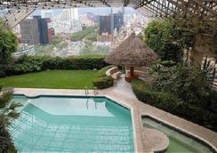Sevilla Palace Hotel - เม็กซิโกซิตี้ - สระว่ายน้ำ
