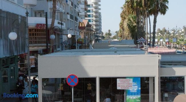 Tuck Inn - Larnaca - Building