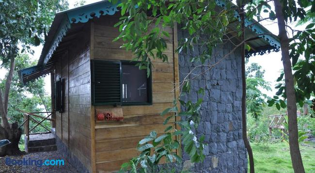 Mucumbli - Sao Tome - Building