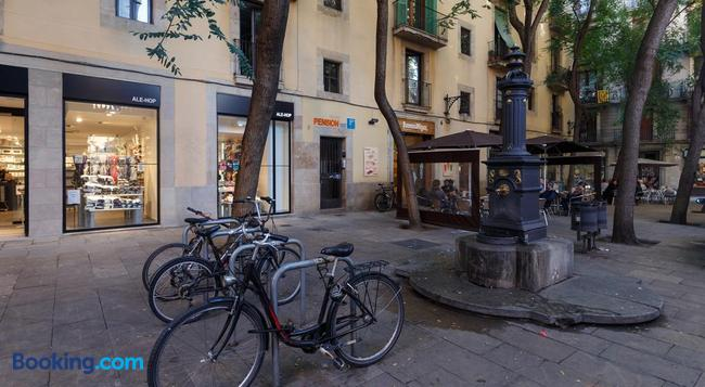 Pensión Teruel - Barcelona - Building