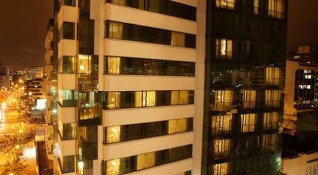 Rio Amazonas Hotel - Quito - Building