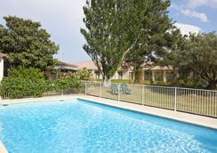 Best Western Hotel Paradou - อาวิญอง - สระว่ายน้ำ