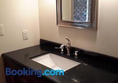 Casa Loma Bnb - คีโลว์นา - ห้องน้ำ