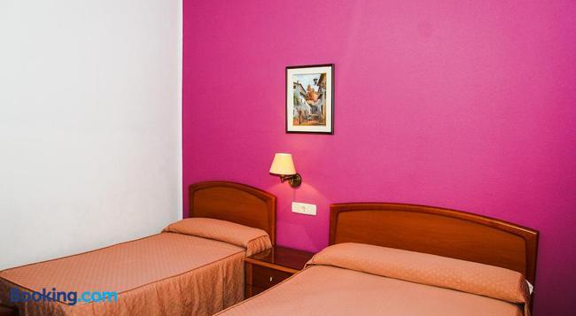 Pensión Numancia - Madrid - Bedroom