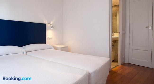 Hostal Santa Isabel - Madrid - Bedroom