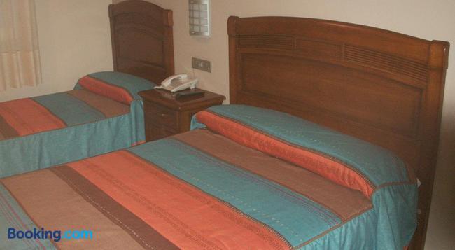 Hostal La Nava - Madrid - Bedroom