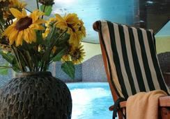 Airporthotel Salzburg - ซาลส์บูร์ก - สระว่ายน้ำ