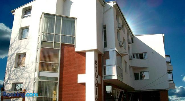 Pensiunea Studio - Bacau - Building