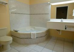 Americas Best Value Inn-San Antonio/Lackland AFB - ซานอันโตนิโอ - ห้องน้ำ