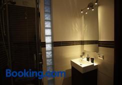 Romami - โรม - ห้องน้ำ