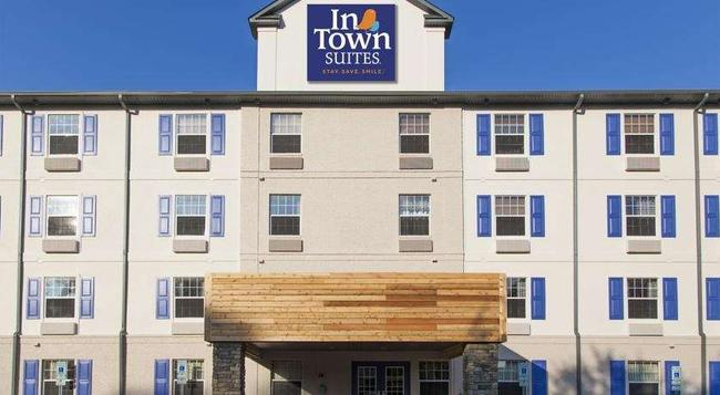 Intown Suites Newport News/williamsburg - Newport News - Building