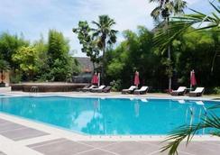 Kyriad Hotel Bumiminang - ปาดัง - สระว่ายน้ำ