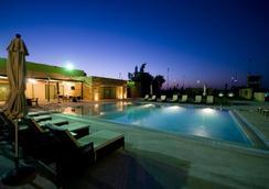 Amman Airport Hotel - อัมมาน - สระว่ายน้ำ