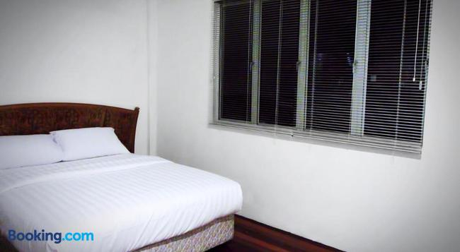 Benarat Lodge - Mulu - Bedroom
