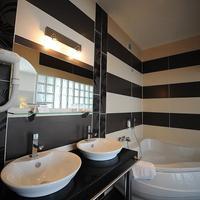 Best Western Continental Guest Bathroom