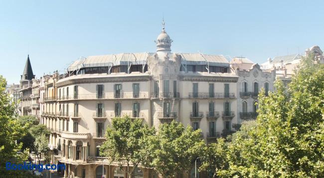 Som Nit Triomf - Barcelona - Building