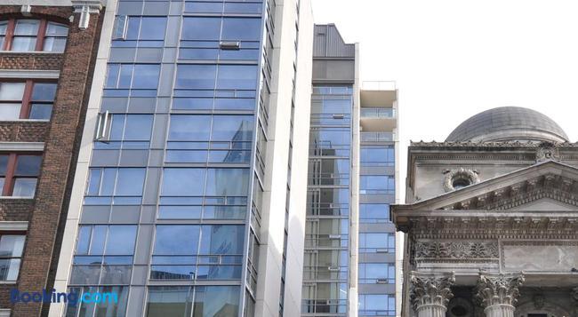 Yonge Suites Furnished Apartments - Toronto - Building