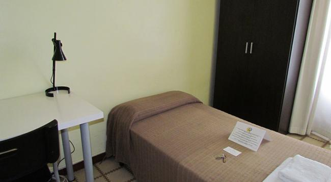 Barcelona City Ramblas - Pensión Canaletas - Barcelona - Bedroom
