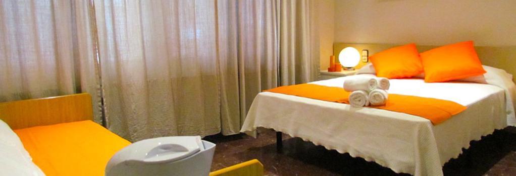 Barcelona City Street - Barcelona - Bedroom