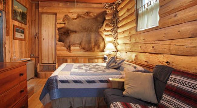 Robins Nest Bed & Breakfast - Cody - Bedroom