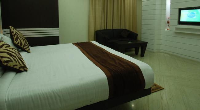 Accord Hotel - Ranchi - Bedroom