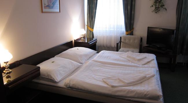 Hotel Omega - Brno - Bedroom