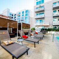 Ginosi Figaro Apartel Outdoor Pool