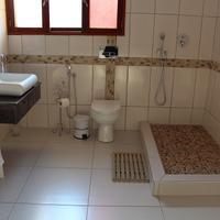 Sommerschield Guest House & Restaurant Bathroom