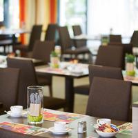 Park Inn by Radisson Cologne City West Nehmen Sie Platz, bitte. / Take a seat, please.