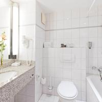 Park Inn by Radisson Cologne City West Bathroom