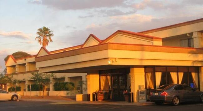 Fortuna Inn & Suites - Tucson - Building