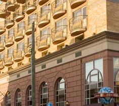 Avenue Plaza Hotel
