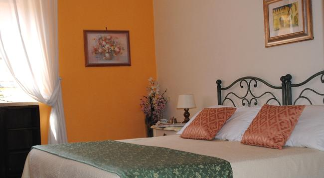 Bed and Breakfast San Michele a Porta Pia - Rome - Bedroom