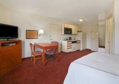 Days Inn and Suites Green Bay WI. - กรีนเบย์ - ห้องนอน