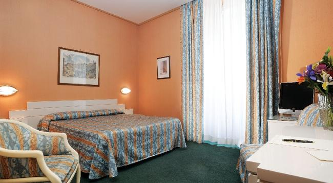 Hotel Patria - Rome - Bedroom