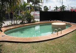 Cool Palms Motel - แมกเคย์ - สระว่ายน้ำ