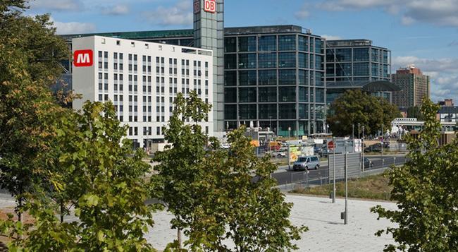 Meininger Hotel Berlin Hauptbahnhof - Berlin - Building