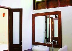 เฮือนเมืองปาย รีสอร์ท - ปาย - ห้องน้ำ