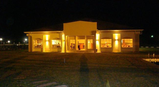 Adansonia Hotel - Francistown - Building