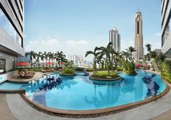 โรงแรม อมารี วอเตอร์เกท กรุงเทพ - กรุงเทพฯ - สระว่ายน้ำ