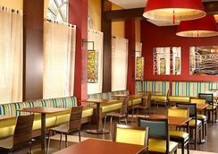 Fairfield Inn & Suites by Marriott Washington, DC/Downtown - วอชิงตัน - ร้านอาหาร