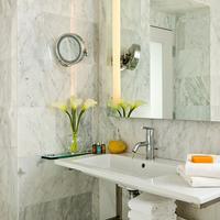 Chestnut Hill Hotel Bathroom