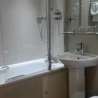 Regency Hotel Parkside Bathroom